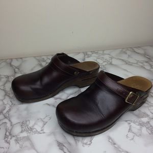 Dansko mahogany leather slip on mule clogs